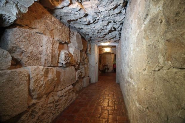 muralla_avinyo1_pasillo donde se unen las dos murallas