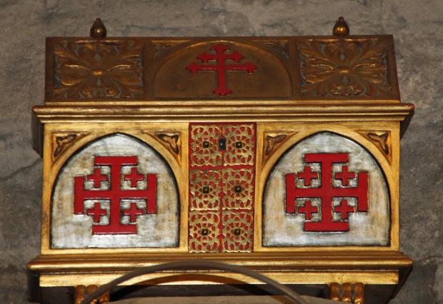 santa_anna2_ arcón con la insignia del Santo Sepulcro