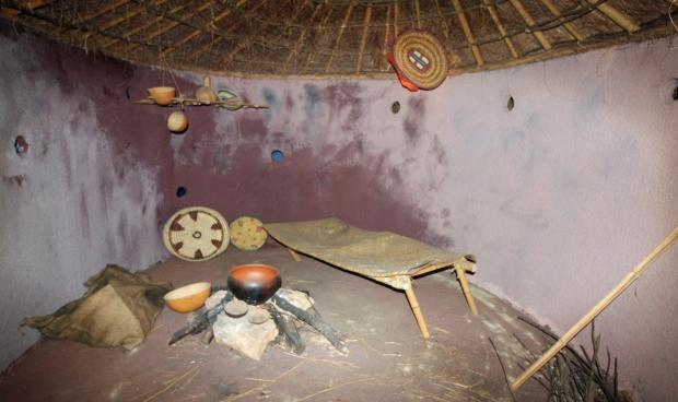museu_africa4_interior_reproduccion_choza